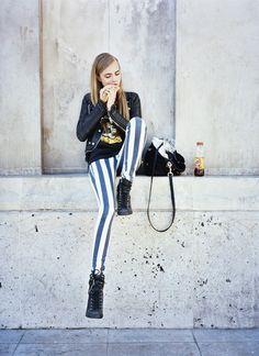 A Cara é a it girl mais nova, muito ligada às últimas tendências da moda. Cara is the youngest, very connected to the latest fashion trends.