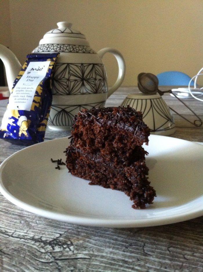 E calhou tão bem ainda haver uma fatia de bolo de chocolate brigadeiro... só mesmo em prol da cura da gripe...