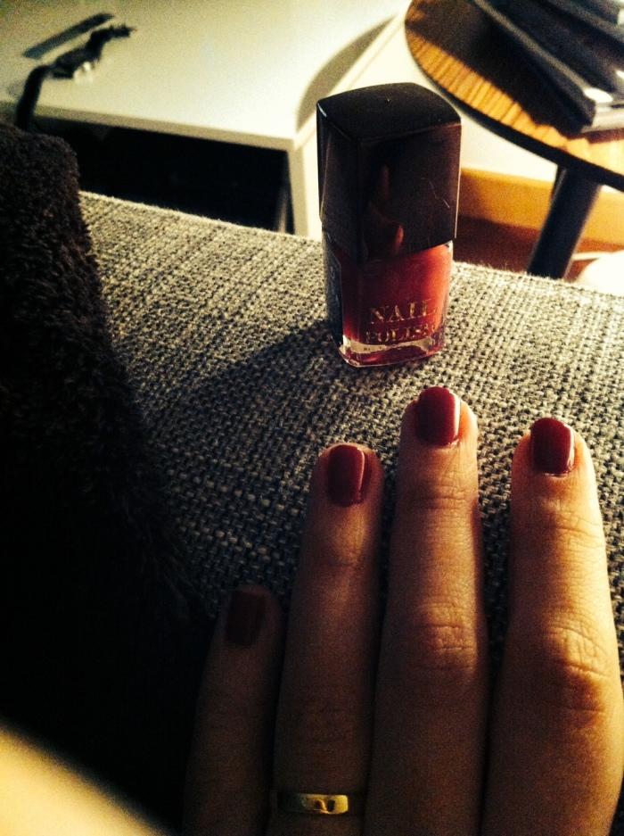 Verniz H&M Red Glam, apesar de eu achar que é da cor Marsala