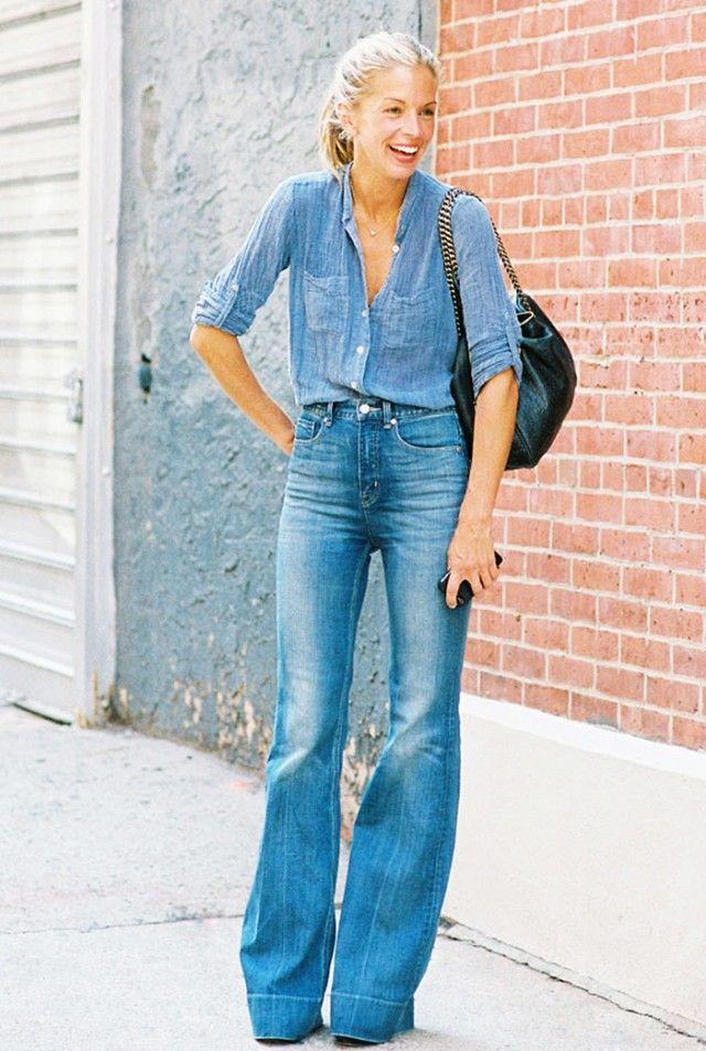 Para usar a tendência ao máximo, que o corte das calças seja à boca de sino, para um look puro dos anos 70. Via Whowhatwear.com